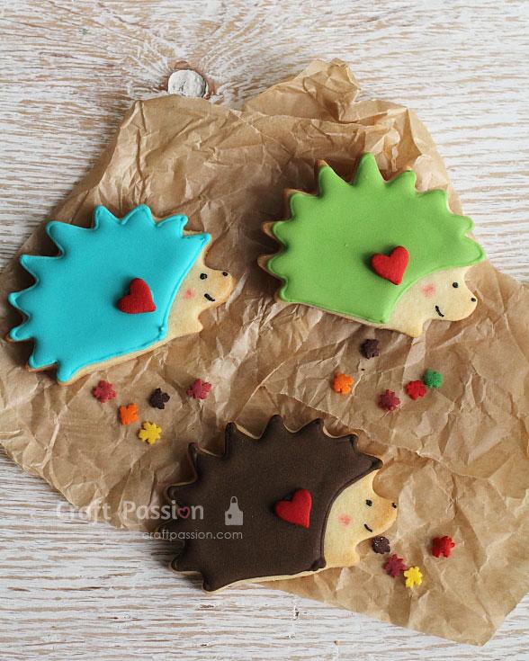 decorating hedgehog cookies