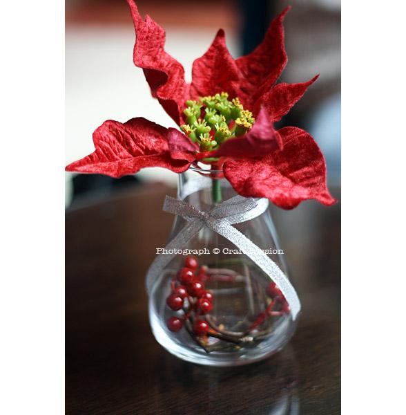 Christmas Decoration, Christmas Decoration Idea, table arrangement, poinsettia, holly berries