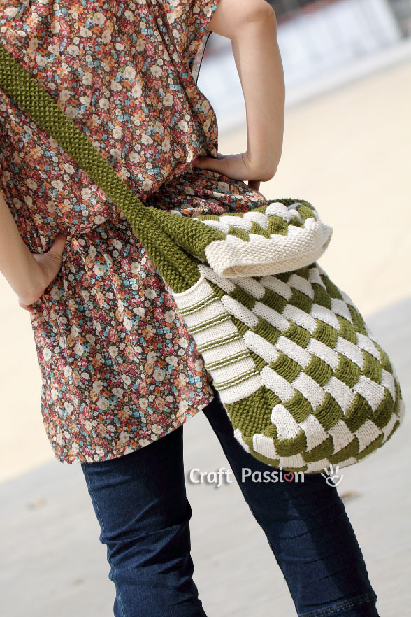 Entrelac Messenger Bag - Free Knit Pattern | Craft Passion