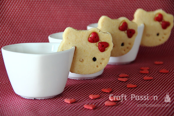 hello kitty cookie over the rim