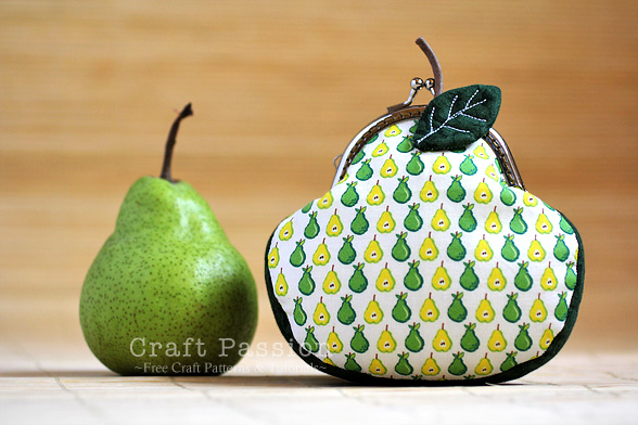 pear shaped kisslock purse