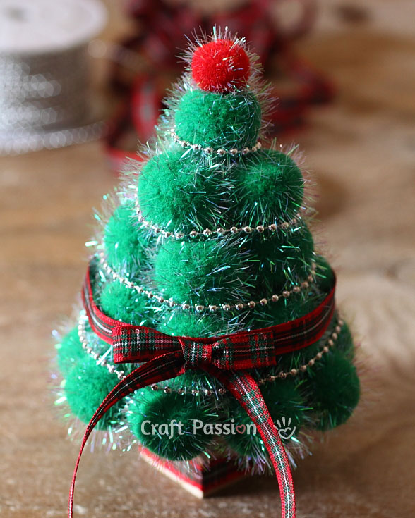 easy pom pom christmas tree