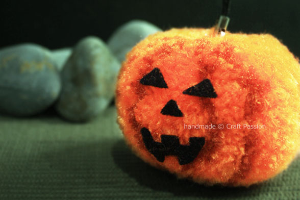 DIY Pom-Pom Pumpkin