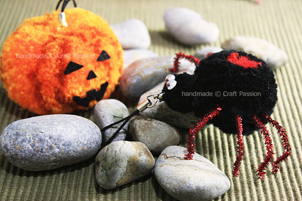 halloween pom pom spider
