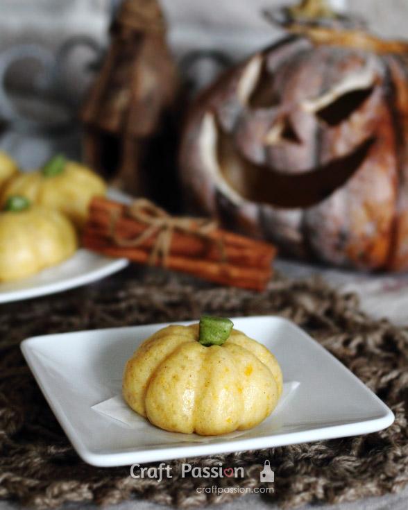 pumpkin steam bun