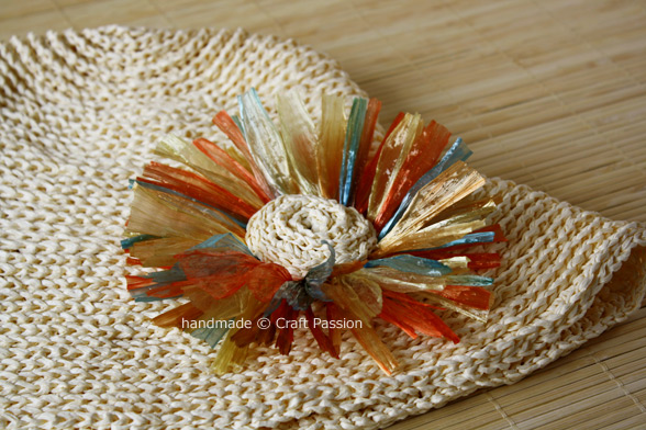 Crochet: Straw Daisy Brooch {Tutorial & Pattern}