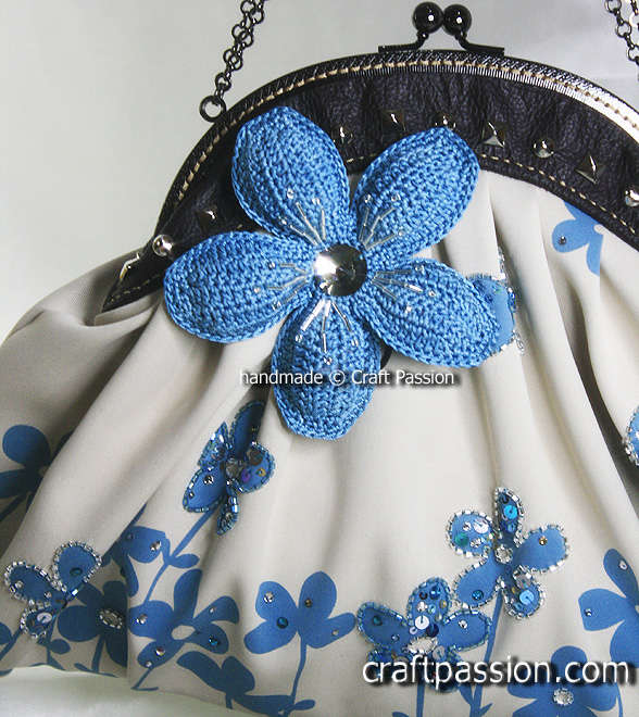 Blue Flower Frame Clutch Bag2