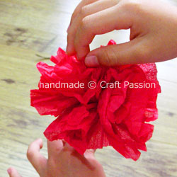 Instruction how to make real looking carnation flower from tissue