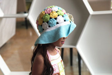 Yoyo-Puff Wide Brim Hat For Girl