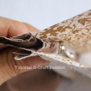 zipper position on purse