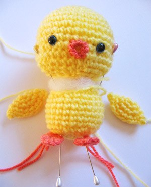 chick amigurumi assembly