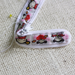 sew zipper around ribbon