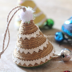 make christmas tree ornament 14