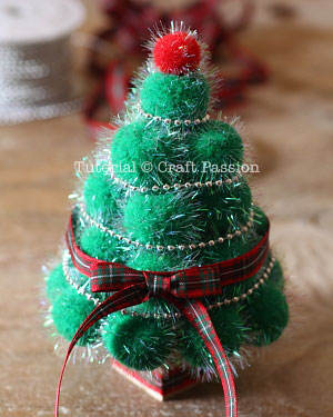 make pom pom christmas tree 10
