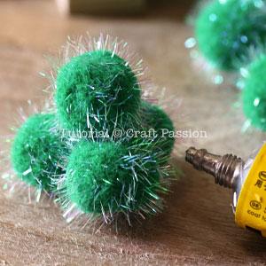 make pom pom christmas tree 2