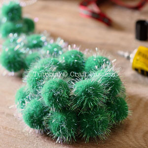 make pom pom christmas tree 4
