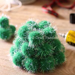make pom pom christmas tree 5