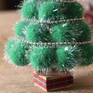 make pom pom christmas tree 9