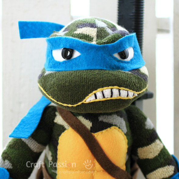Leonardo Ninja Turtle in blue mask