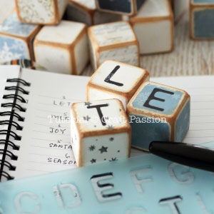 diy-christmas-letter-cubes-10