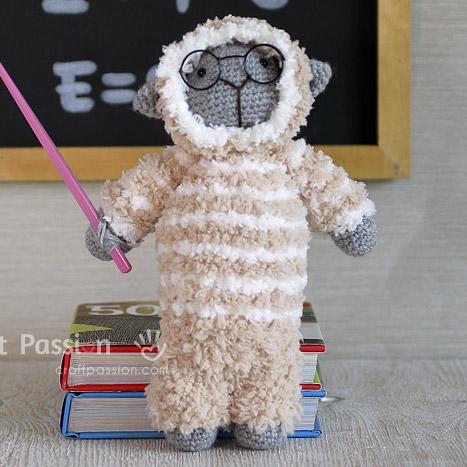 create amigurumi sheep