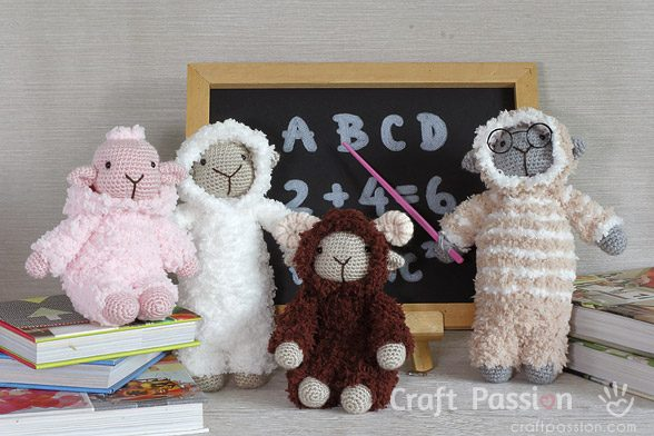 Sheep Amigurumi fuzzy yarn
