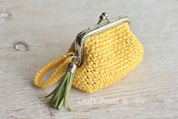 crochet kisslock frame coin purse