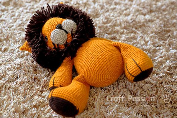 leo amigurumi lion