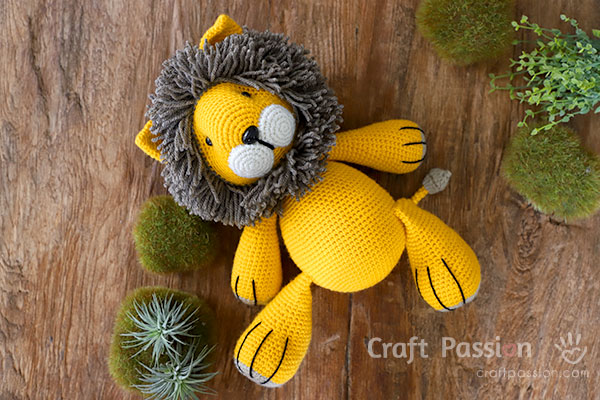 leo yellow lion amigurumi