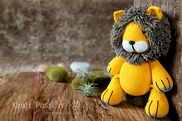 lion amigurumi doll