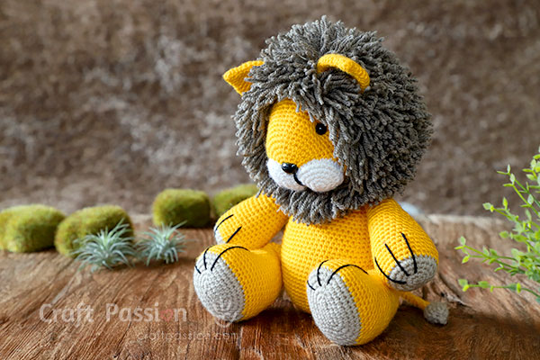 crochet lion toy
