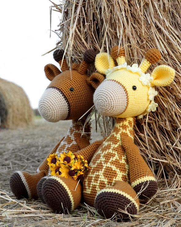 Cuddle-Sized Giraffe Amigurumi, Crocheted Giraffe Pattern, Giraffe ... | 735x588