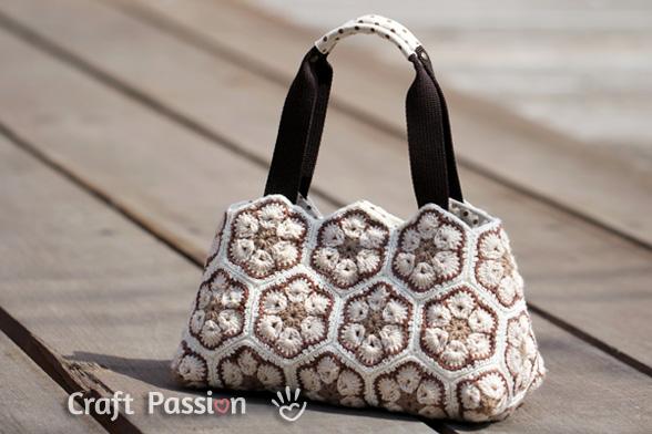 african flower crochet purse 1