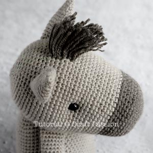 mane horse amigurumi