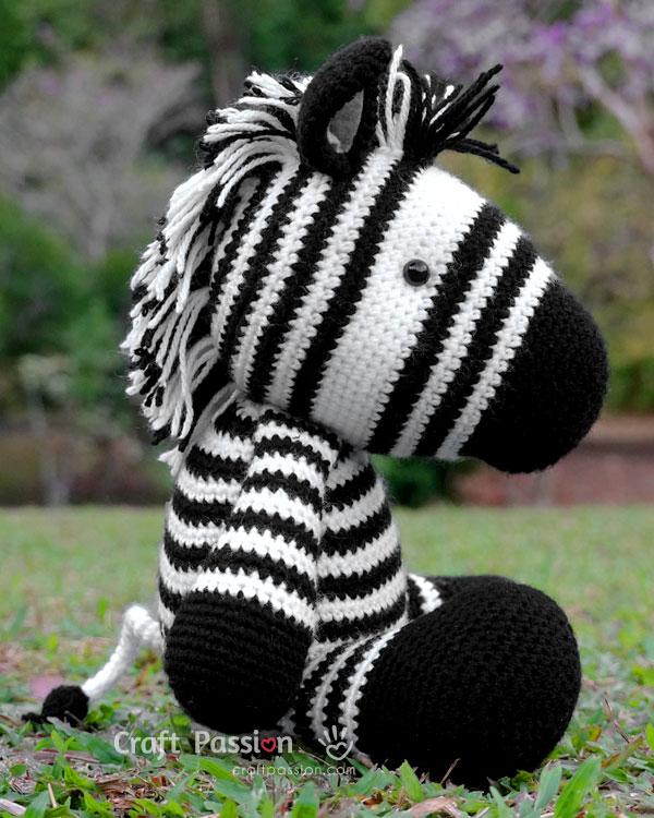 zeezee zebra amigurumi