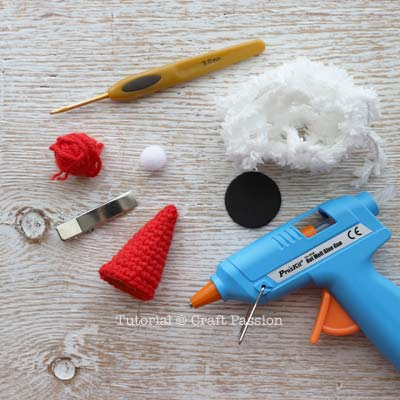 how to crochet mini santa hat