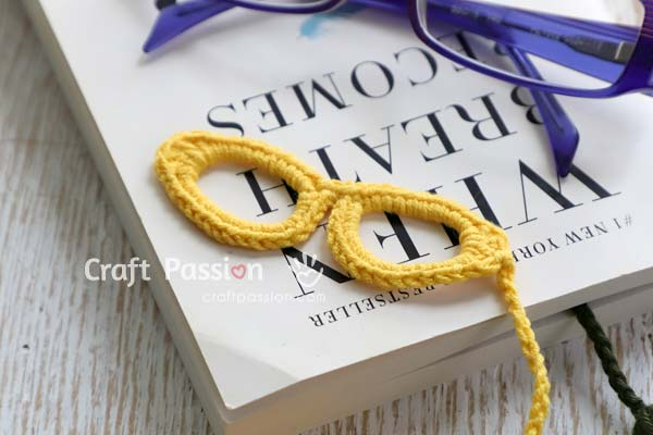 crochet spectacles bookmark