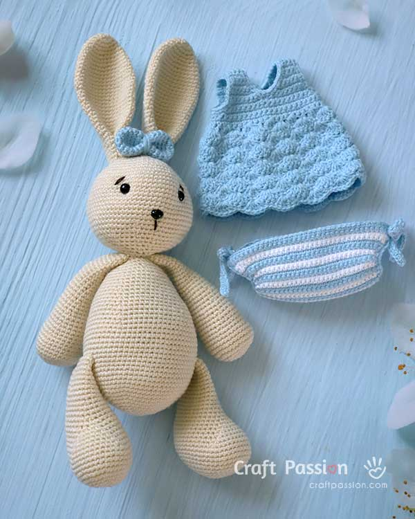 crochet bunny with clothes