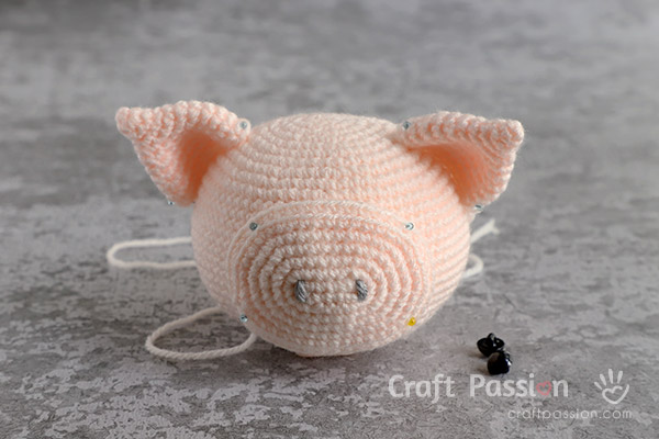 how to crochet pig doll